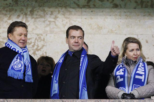 Дмитрий Медведев на трибуне во время матча между ФК «Зенит» и ФК «Шахтёр». 2011 год.