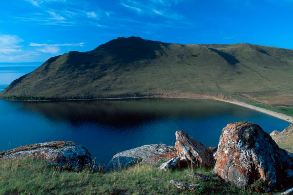 Байкал находится в очень активной сейсмической зоне – за год на озере происходит несколько сотен землетрясений. Впрочем, заметить эти землетрясения возможно лишь с помощью специального оборудования.