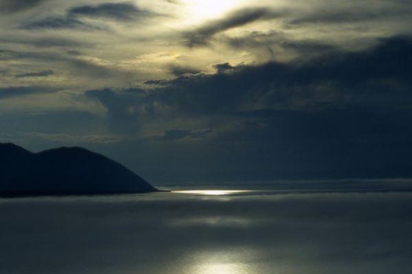 Почти пятая честь всей пресной воды на Земле находится в озере Байкал.