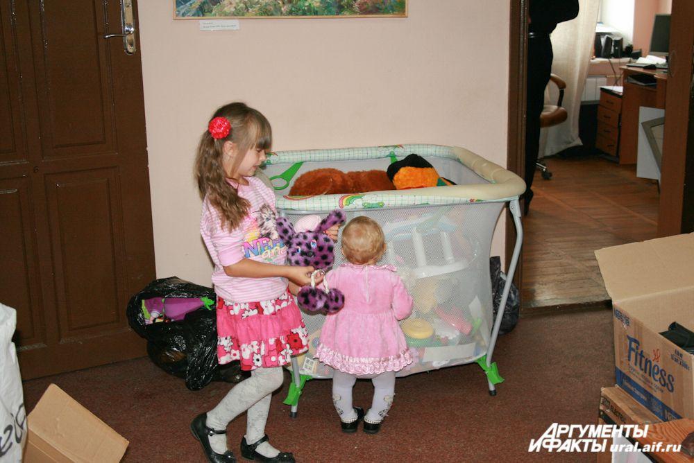 Отдельное место занимают детские вещи.