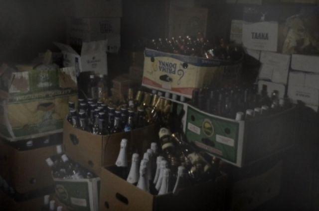 Спиртное хранилось в гаражном боксе.