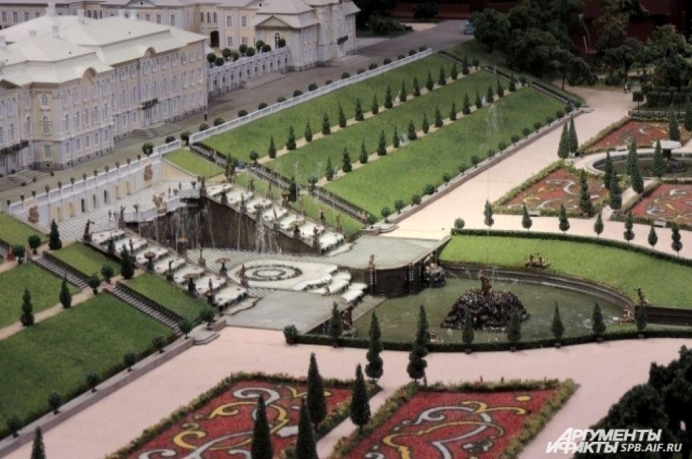 В Петергофе работают настоящие фонтаны