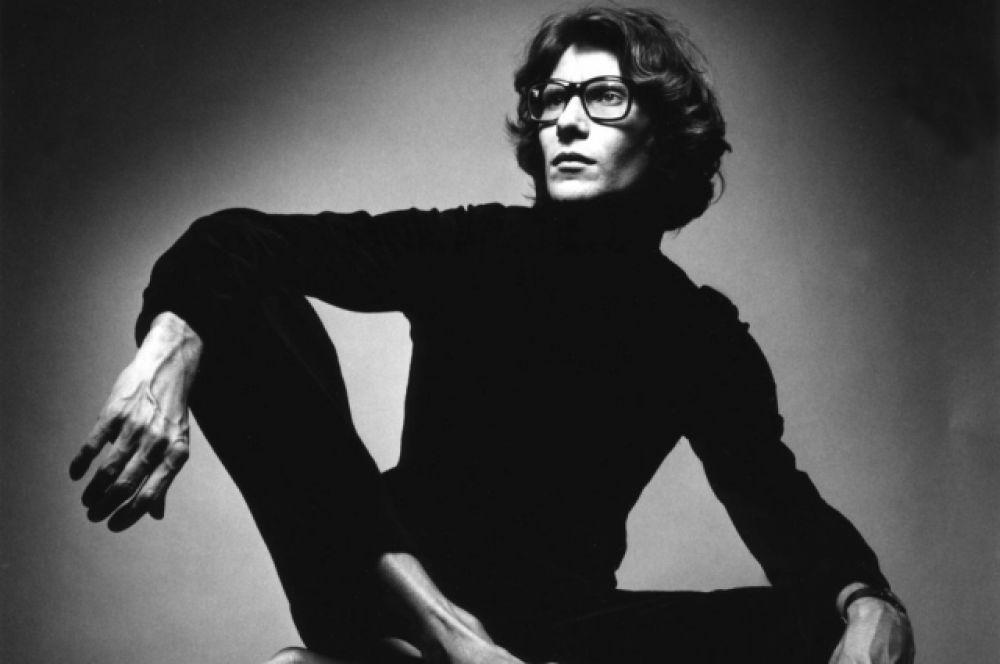 Сенсационную коллекцию в камуфляжной стилистике Ив Сен-Лоран создал в 1968 году, модельер выводит на подиум чернокожих моделей, андрогинных моделей, демонстрирующих костюмы в стиле «унисекс». Все критики отмечают, как мастерски создает Лоран атмосферу провокации и эпатажа. Модельер признавал, что черпает вдохновение в работах Пикассо, Ван Гога, Уорхолла.