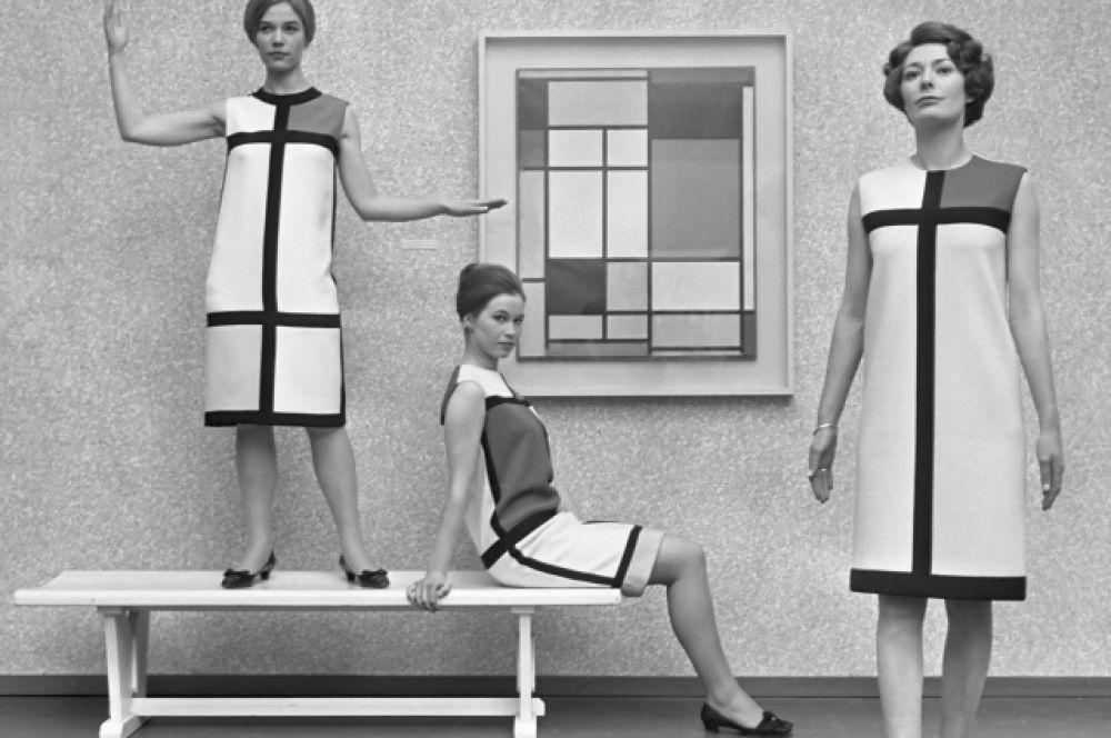 Коллекция под названием «Мондриан», на которую модельера вдохновил художник Пит Мондриан, была выпущена в 1965 году. Сен-Лоран привнес дух молодости в женское платье: успех коллекции был бесспорен.