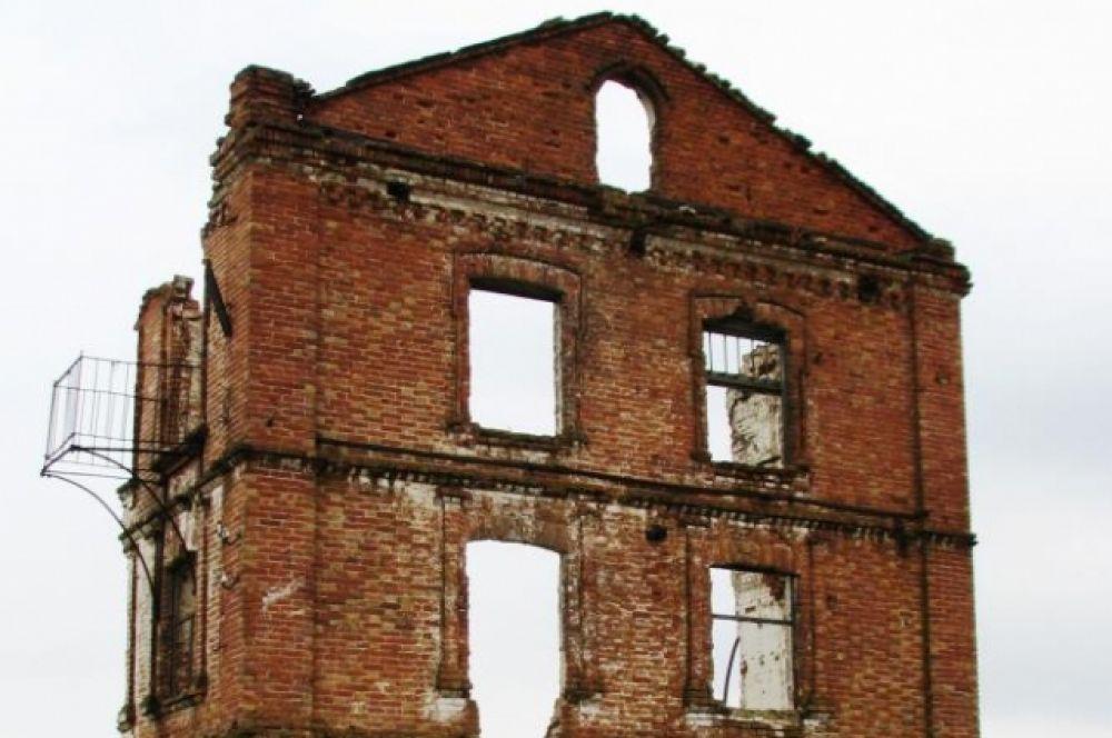 Наверное, на этот балкончик любил выходить купец Парамонов.