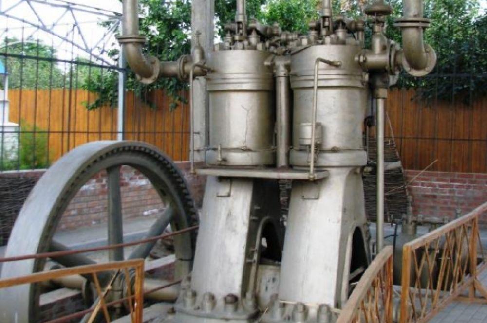 Сейчас уникальный механизм стоит под специальным навесом в ст. Романовской
