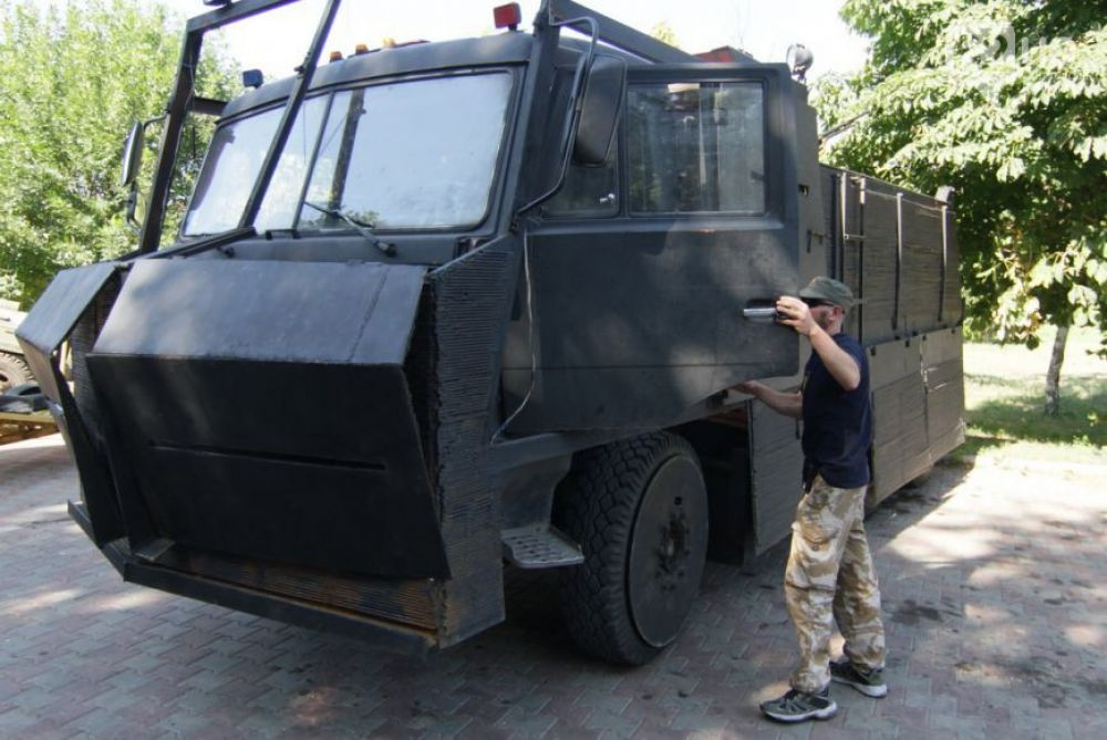 Батальон «Азов» превратил донецкую дачу Януковича в казарму