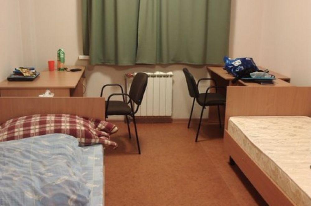 В уютных 50-метровых квартирах на двоих студентов.
