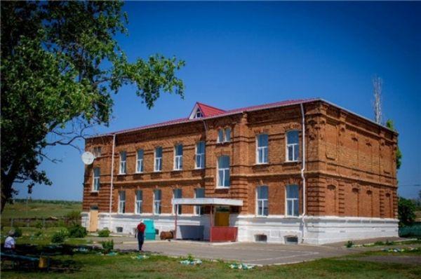 В доме купца Воронина, построенном в 1901 году, располагается хорошевская восьмилетняя школа.