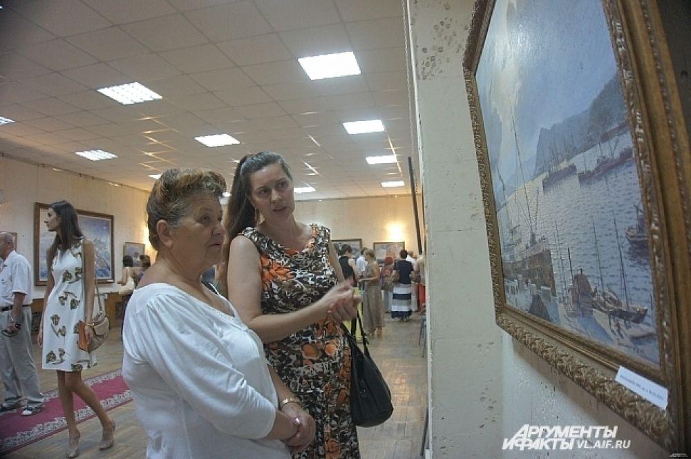 Картины вызвали живейший интерес у приморцев.