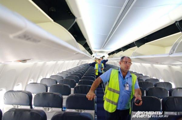 Самолет способен вместить 189 пассажиров.