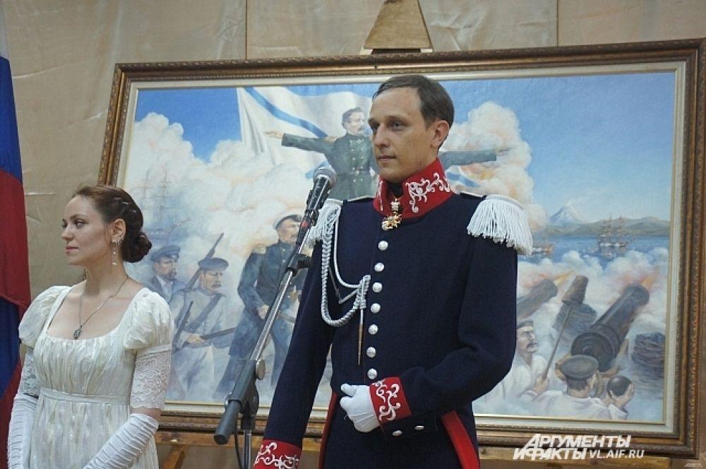 Особый шарм вечеру придавали молодые люди в костюмах той эпохи, что запечатлена на картинах Шиляева.