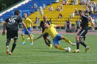 Приморские футболисты играли активно, не боясь травм.