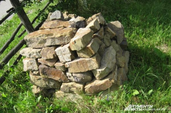 Обо - каменная куча - место поклонения духам умерших шаманов или предков.