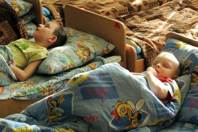Малышам нужна тишина для полноценного сна.