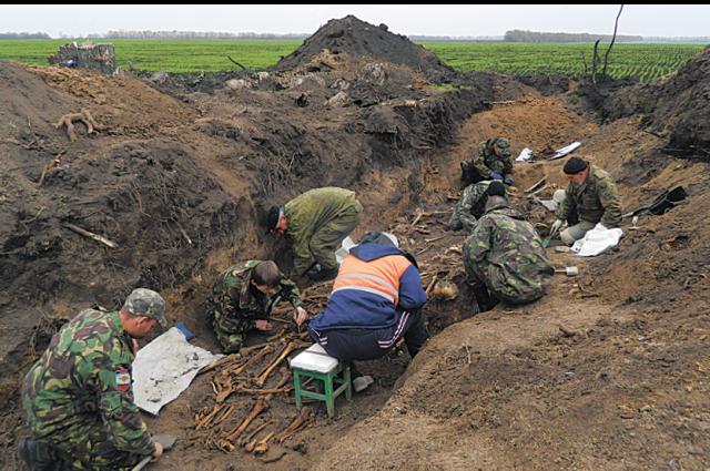 Поисковые отряды возвращают солдатам имена.