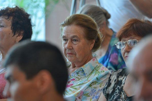 Затем глава региона встретился с представителями актива «Общества инвалидов» и «Совета ветеранов».