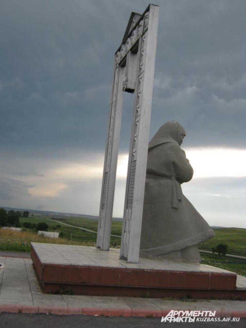 Памятник матери.