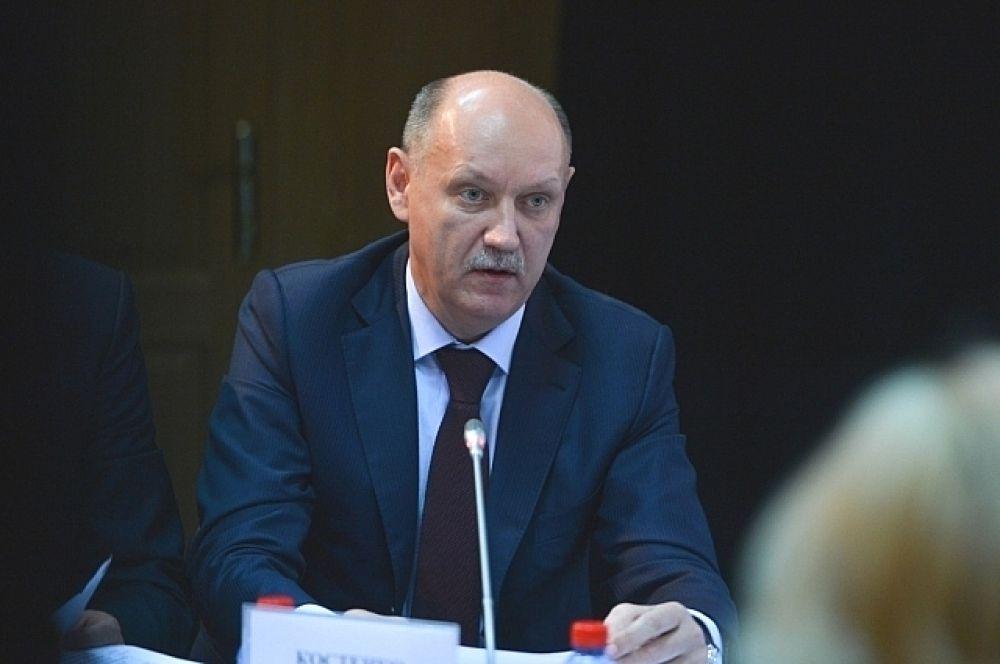 Первый вице-губернатор Приморья Костенко пообещал заняться решением житейских проблем дальнегорцев.