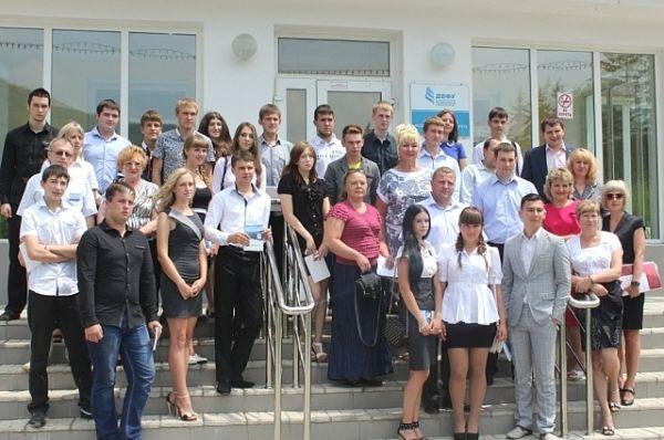 Вице-губернатор Татьяна Заболотная посетила культурно-спортивный центр «Полиметалл» в селе Краснореченский, где приняла участие в молодежном круглом столе.