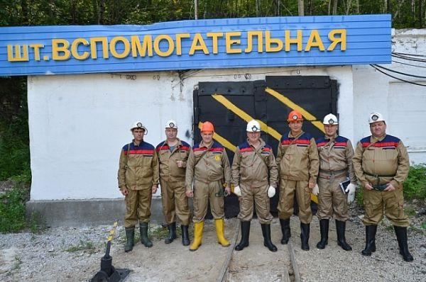 Миклушевский опустился с горняками на глубину более 500 метров.