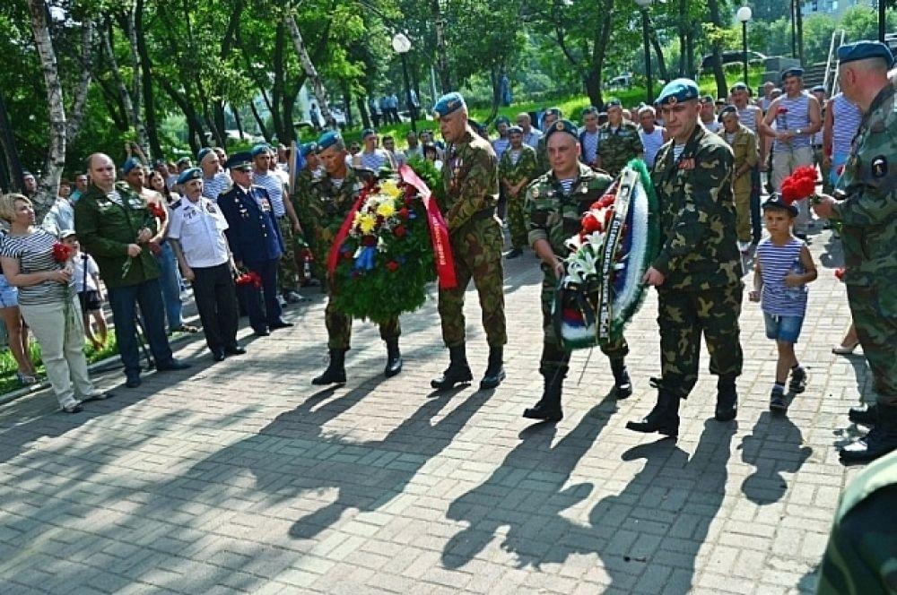 Десантники почтили память погибших товарищей.
