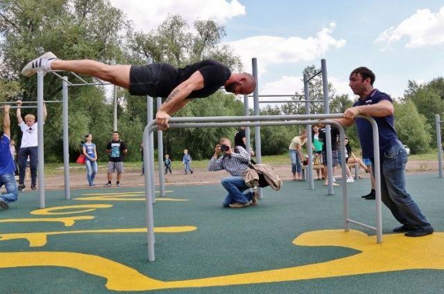 Новая площадка для воркаута открылась в Омске.