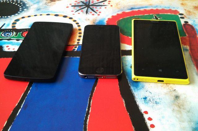 Смартфоны - разновидность мобильных телефонов с удобной операционной системой.