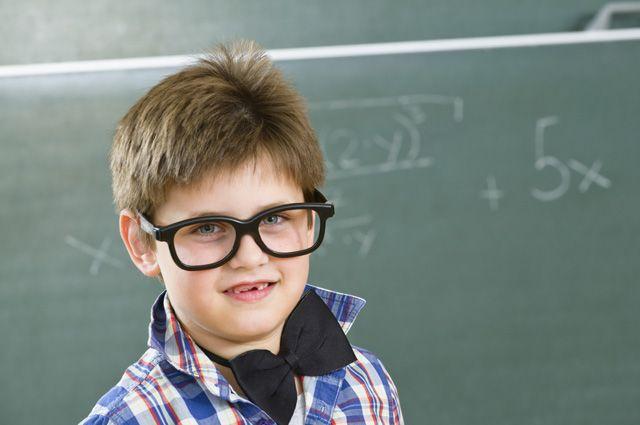 Ночные линзы и зарядка для глаз. Как поддержать зрение школьника ...