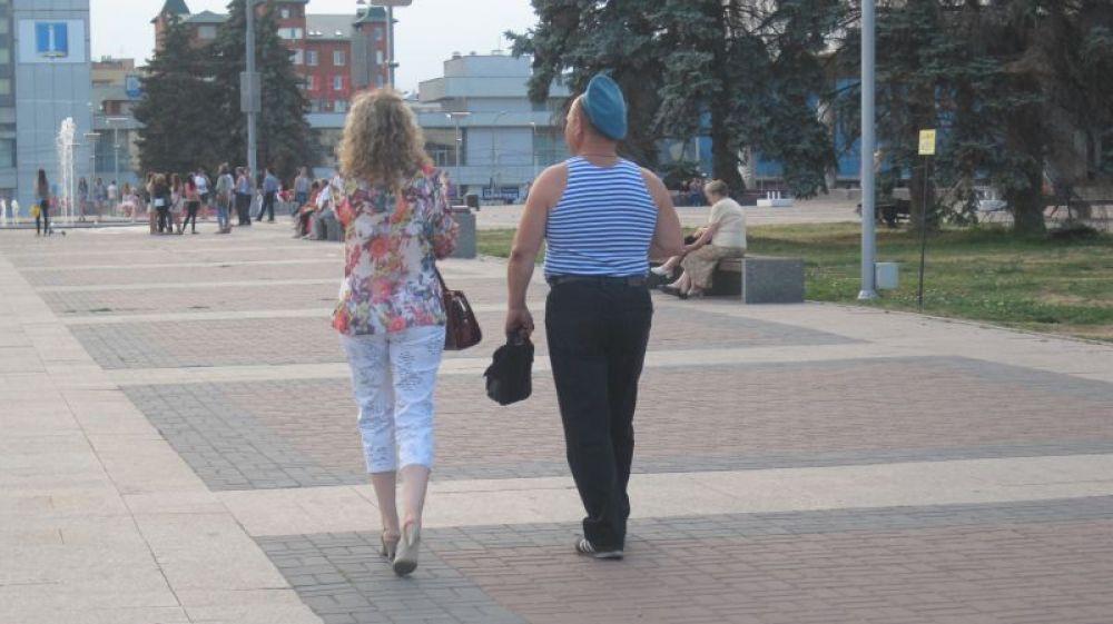 Милая,  а не прогуляться ли нам до фонтана?