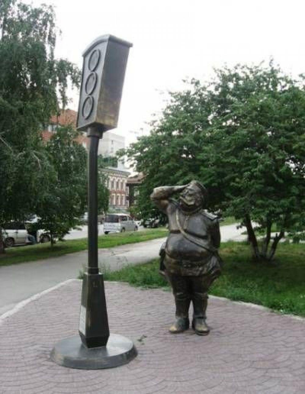 В России есть памятник светофору. Он установлен в Новосибирске в 2006 году