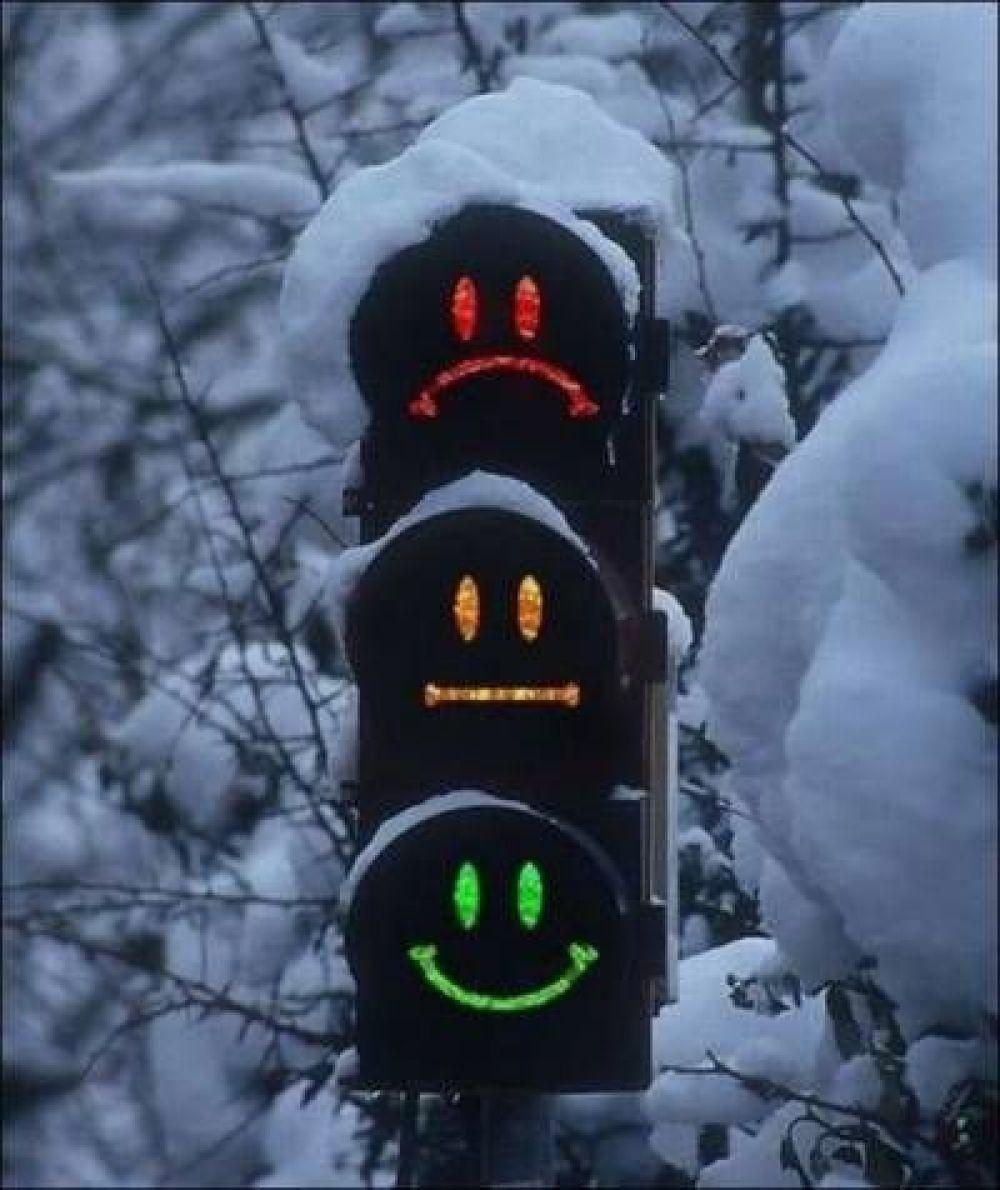 В 1920 году в Детройте и Нью-Йорке были установлены светофорами, на которых появился желтый сигнал