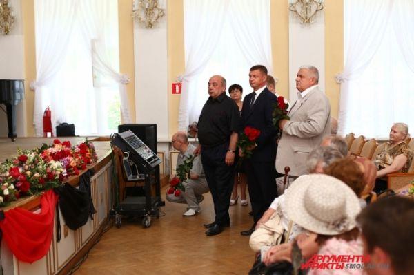 Сити-менеджер Смоленска Николай Алашеев и депутаты горсовета.