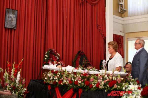 Заместители губернатора Смоленской области Ольга Окунева и Николай Кузнецов.