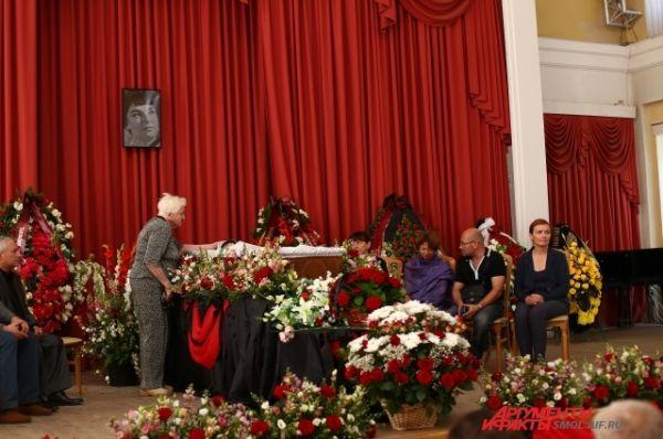 На панихиде присутствовали родные и близкие Ольги Борисовны.