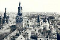 Вознесенский монастырь. Справа на переднем плане виден Вознесенский собор, за ним Екатерининская церковь; слева храм св. Михаила Малеина, фото конца XIX века.