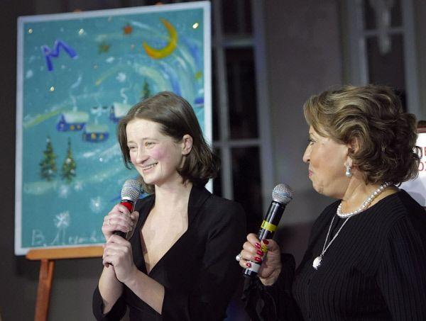 Валентина Матвиенко (справа),  бывший губернатор Санкт-Петербурга, написала картину «Метель». Полотно было продано за 11,5 миллионов рублей.