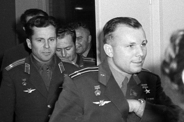 Летчики-космонавты СССР Юрий Гагари и Герман Титов.
