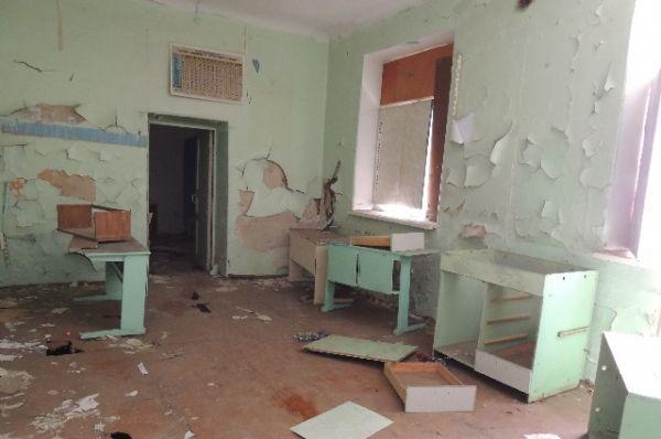 Вечерняя школа №6. Войдя в разрушенную школу, возникает ощущение, что отсюда бежали как от атомного взрыва