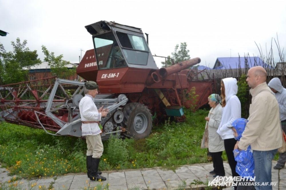А в 70-е годы прошлого столетия колхозники окончательно забыли, как горбатились на полях с серпами. Символу крестьянского труда на смену пришёл комбайн.