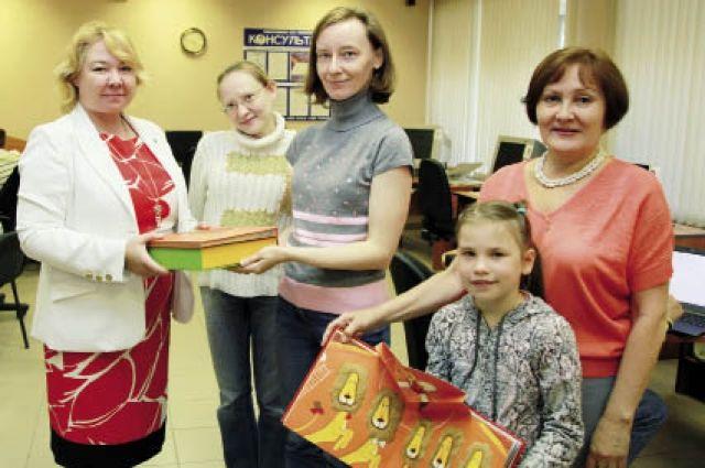 Родители и дети по достоинству оценили необычные подарки.