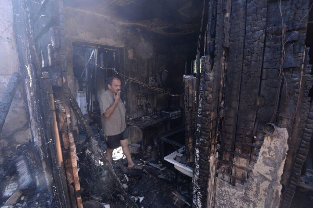 Сгоревший из-за обстрела дом в Донецкой области.