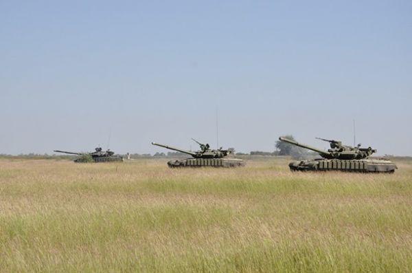 Учения морской пехоты и танковых войск на военном полигоне вблизи Болграда