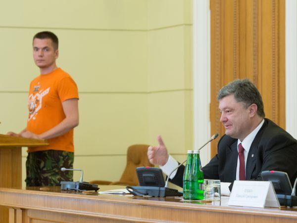Петр Порошенко встретился с волонтерами