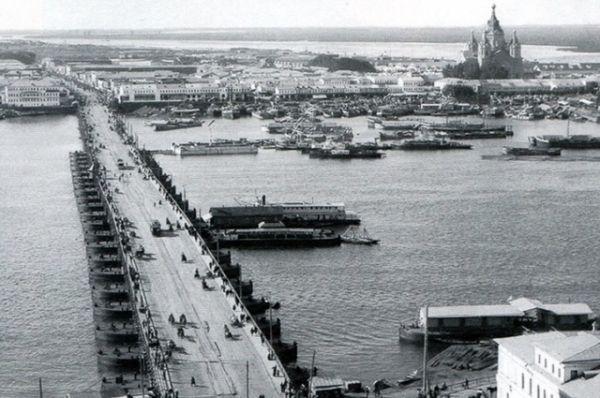 Вид на Нижегородскую ярмарку и стрелку рек Оки и Волги.