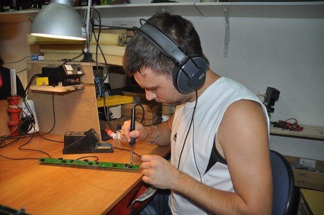 В мастерской «AMT Electronics» выпускают музыкальное оборудованное востребованное во всем мире.