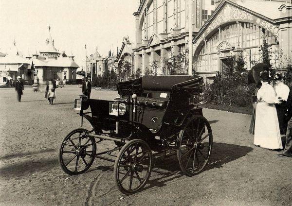 Первый русский автомобиль был представлен на Нижегородской ярмарке.