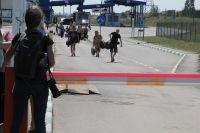 МАПП «Донецк» РФ: за шлагбаумом украинских беженцев ждёт мир и неизвестность.