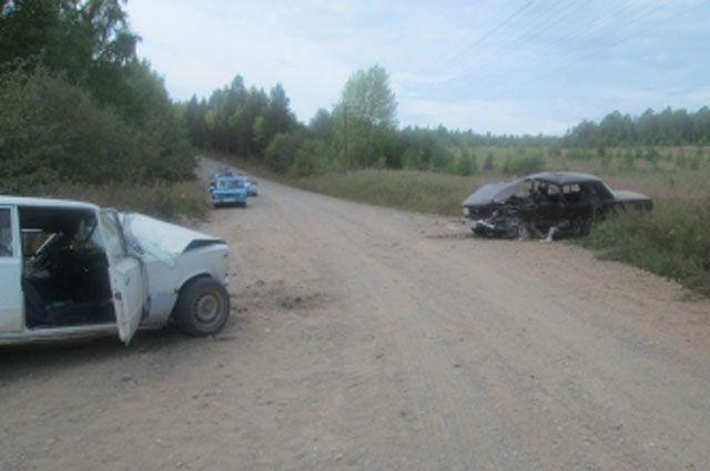 Столкнулись автомобили одной марки.