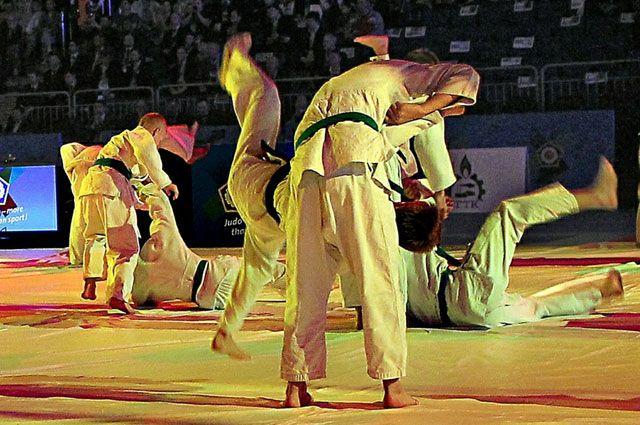 Ликбез по дзюдо проводят спортсмены Челябинска в преддверии чемпионата мира
